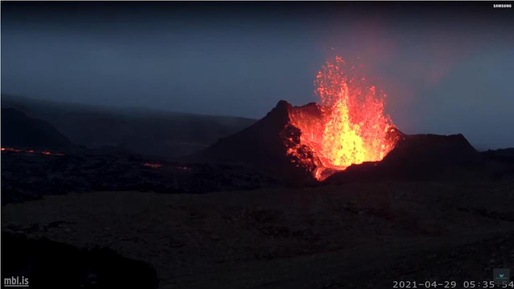 アイスランドの火山の噴火の様子をライブカメラで観察する!