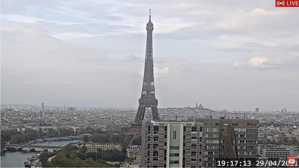 パリの様子をライブカメラで楽しむ!